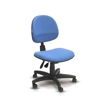 Cadeira executiva giratória sem braço com ajuste no assento e encosto