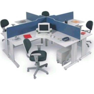 Ilha de trabalho com 4 mesas