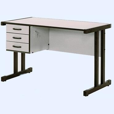 Mesa com três gavetas